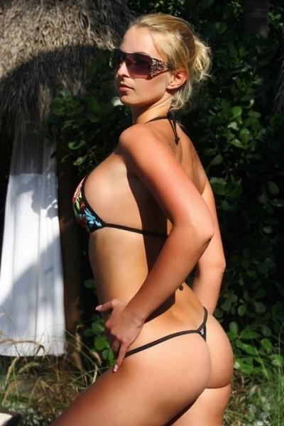 Sexy Ministring Bikini mit Ringen Schwarz Bunte Blumen